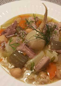 Puchero de gallina, con verduras y legumbres