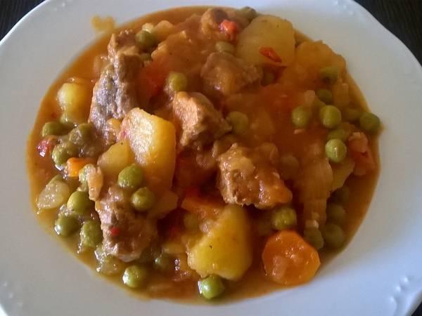 Estofado de ternera con patatas y verduras