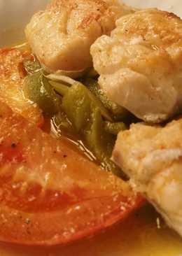Bacalao al horno sobre cama de verduras