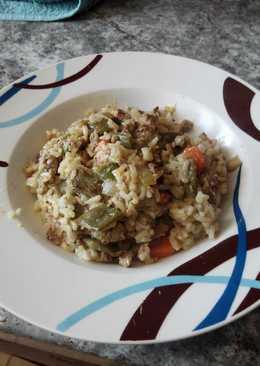 Arroz frito con verduras y carne picada