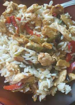 Arroz con pollo al curry y verduras