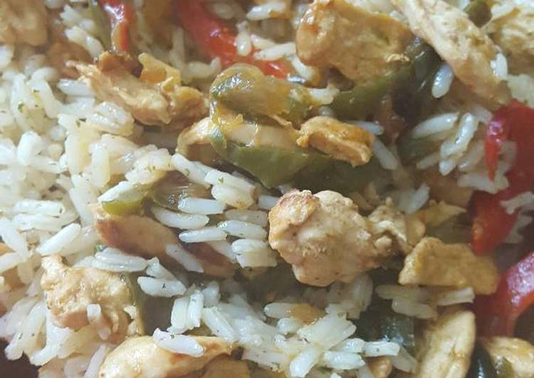 Arroz con pollo al curry y verduras