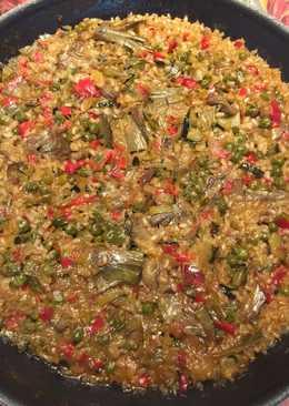 Paella vegetariana con arroz integral