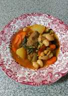 Guiso de costillas adobadas con legumbres y verduras