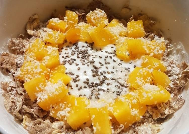 Desayuno saludable fit de yogur y melocotón. Recetas saludables para diabetes