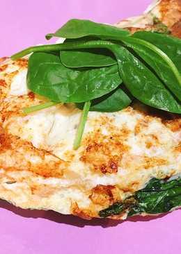 Tortilla proteica de setas y espinacas baby: cena sana