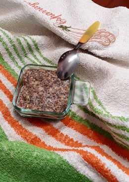 Falso yogur de bebida de avena con semillas y frutos deshidratados
