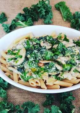 Macarrones integrales con col kale y champiñones