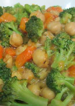 Brócoli con garbanzos y calabaza - vegana