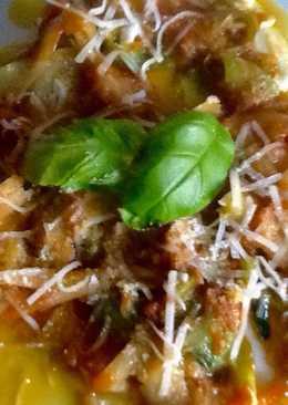 Pappardelle de calabacín con tomate, mozzarella y parmesano