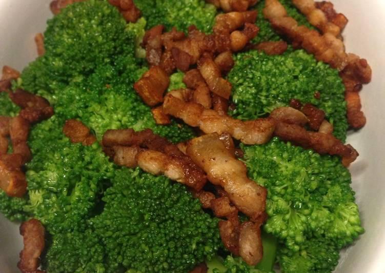 Brócoli con panceta fresca