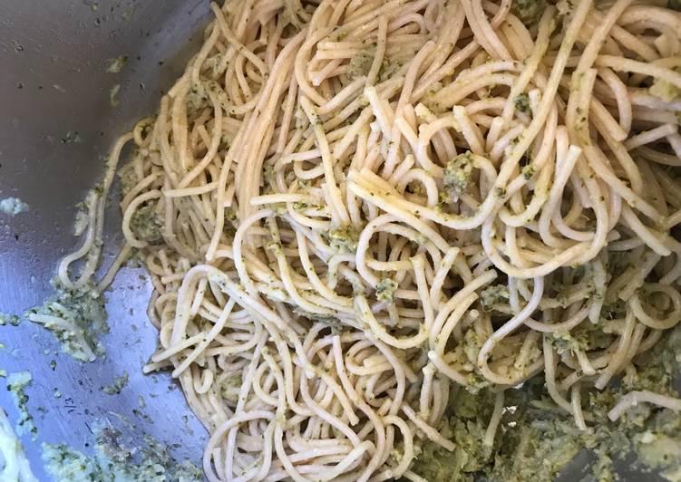 Espagheti integral con brócoli y anchoa