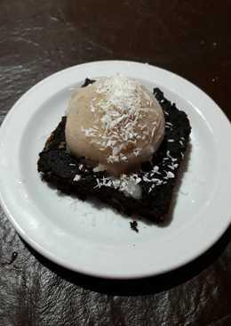 Brownie con helado vegano