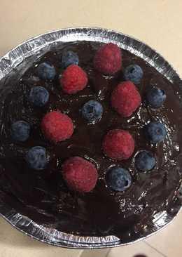 Bizcocho con crema y cobertura de chocolate