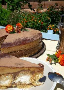 Tarta de chocolate, café y profiteroles