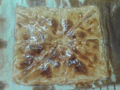 Empanada de picadillo de chorizo y queso emmental