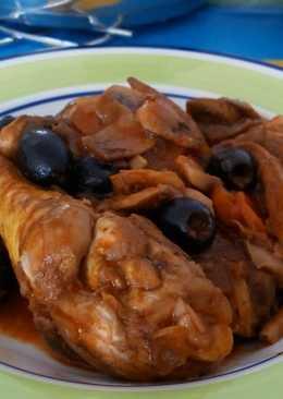 Pollo guisado con aceitunas negras