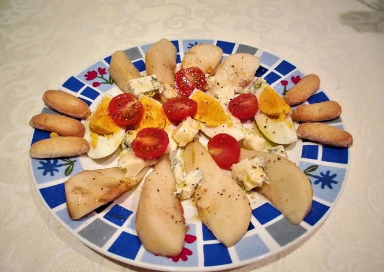 Entrantede pera Conferencia, queso gorgonzola y huevo