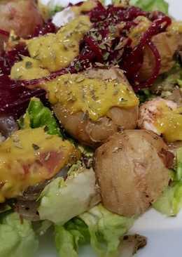 Patatas con guacamole y verduras