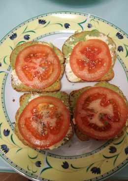 Tostadas de guacamole, queso de salmón y tomate 🍅 natural