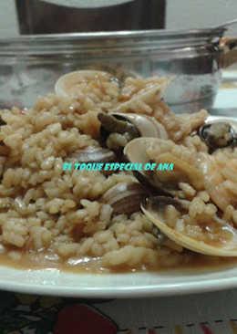Arroz con caracoles y moluscos