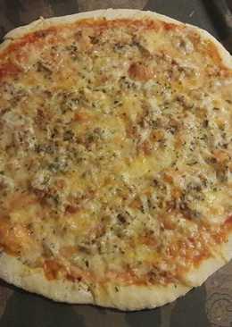 Pizza de atún con masa casera
