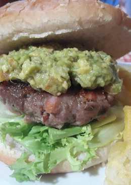 Hamburguesa casera Tex-Mex con guacamole