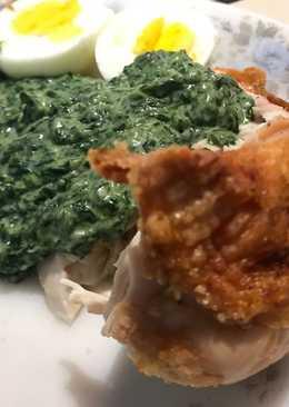 Pollo al horno con crema de espinacas y huevo duro