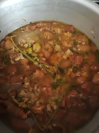 Sopa de setas con flor de calabaza