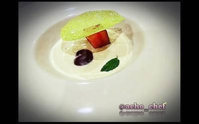 Ajo blanco de coco con bonito curado, cereza y tortita de placton