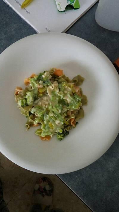 Pasta con brócoli y salsa de puerros