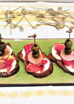 Tapitas con finísimo de jamón curado yqueso fresco