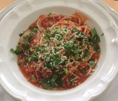 Espaguetis con salsa de jitomate