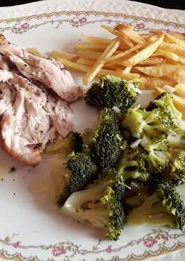 Pollo al horno con brócolis y patatas. Apto para diabéticos