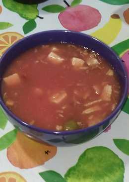 Zumo de tomate con snacks y tofu frito
