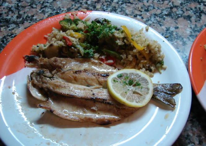 Trucha a la plancha coronada con risotto de arr z - Risotto arroz integral ...