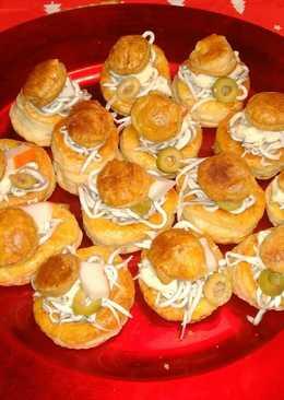 Canapés de gulas con salsa Tártara