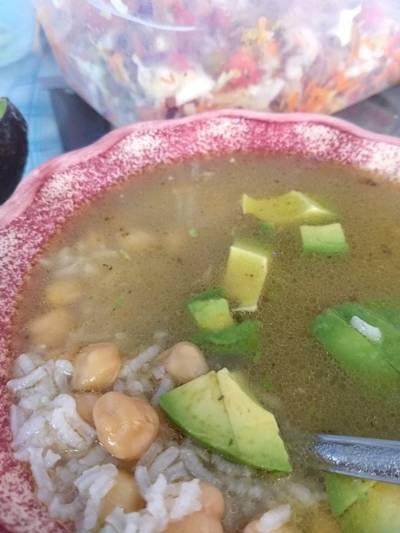 Consomé de Res con arroz y garbanzos