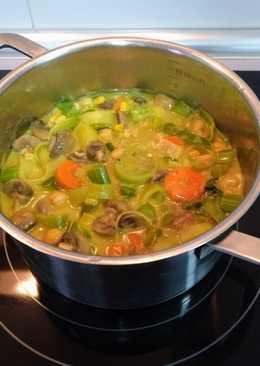 Encocada de garbanzos y champiñones con verduras al curry picante