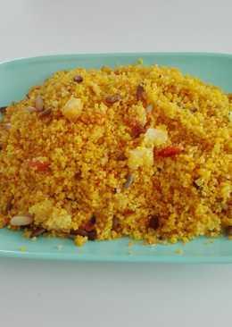 Cous—cous al curry con ?, piña y piñones (guarnición)