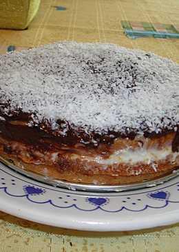 Pastel de salvado fácil con crema de queso y glaseado de chocolate negro y coco rallado