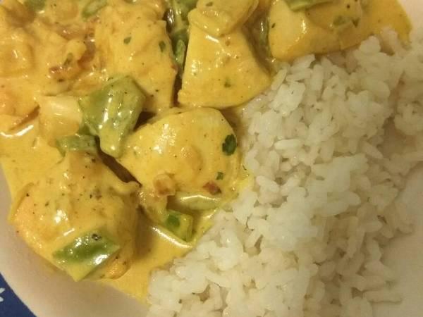 Pechuga al curry con arroz fácil
