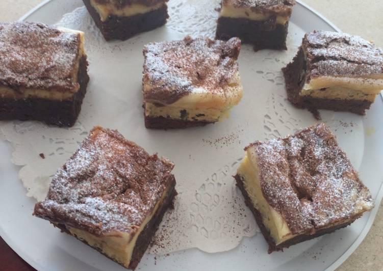 Brownie con cheesecake y dulce de leche