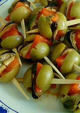 Pinchos de aceitunas con mejillones y morrones