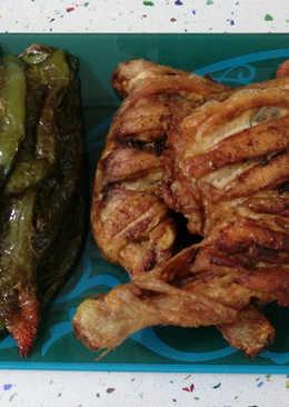 Traseros de pollo y pimientos fritos