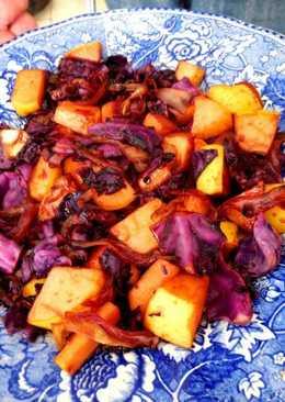Ensalada conventual Novohispana de col morado, manzana a las especias y vino blanco