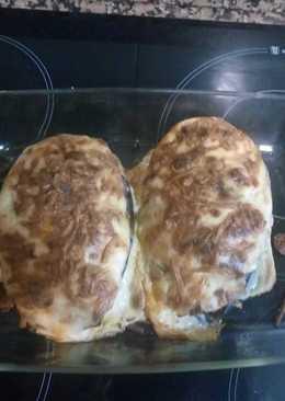 Berenjena rellena de carne, virutas de jamón y queso