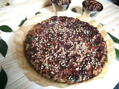Pastel saladode carne picada con col kale y quinoa