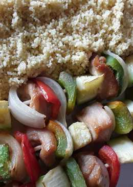 Brochetas de pollo marinado con verduras