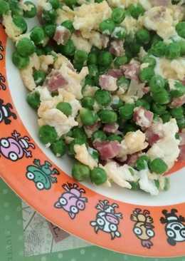 Huevo revuelto, guisantes y taquitos jamón serrano😋